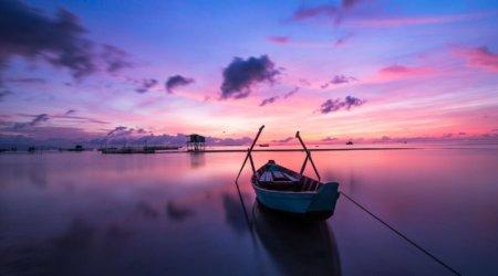 Vietnam - łódka nad wodą
