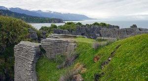 Spacer wśród skał naleśnikowych